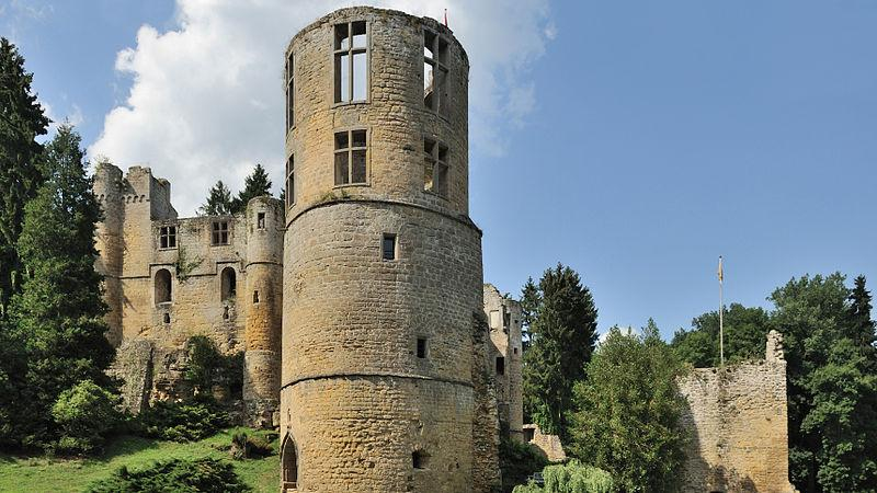 800px-luxembourg_beaufort_chateau_02